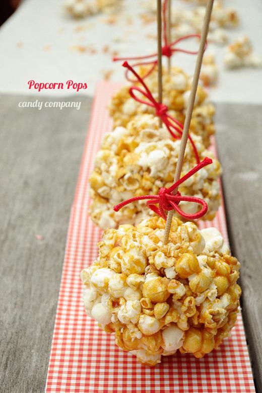 karmelowy popcorn na patyku