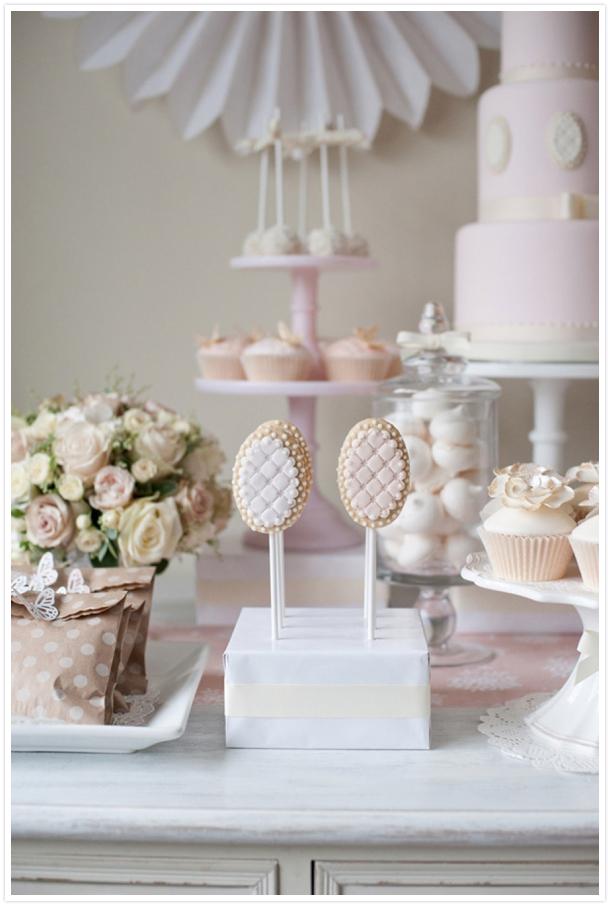 pastelowy słodki bufet