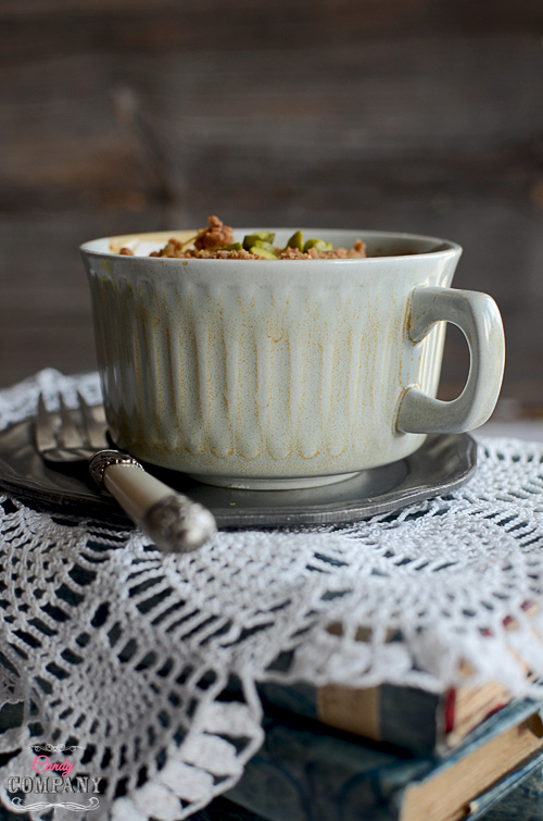 Heavenly quince crumble with pistachios, nuts and spices