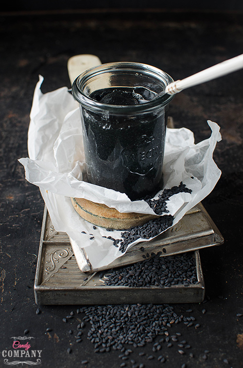 Sweet black sesame paste, easy to make at home - only 2 ingredients