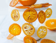 Caramelized orange slices, perfect for cake decoration