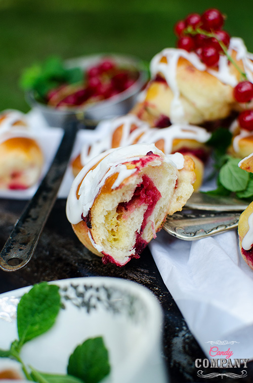 brioche rolls with red currant filling, white chocolate and lemon balm