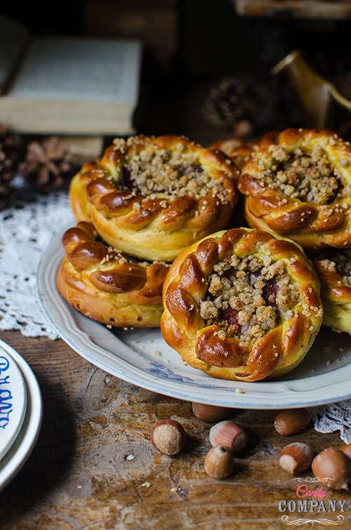 Recipe for pumpkin mini brioche rolls with nut streusel and plums. Food photography by Candy Company.