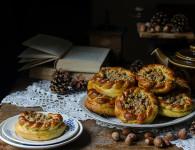pumpkin mini brioche rolls drozdzowki dyniowe ze sliwkami