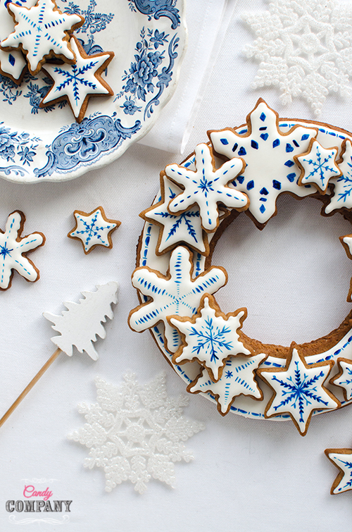Gingerbread wreath decoration idea + recipe. Food photography by Candy Company