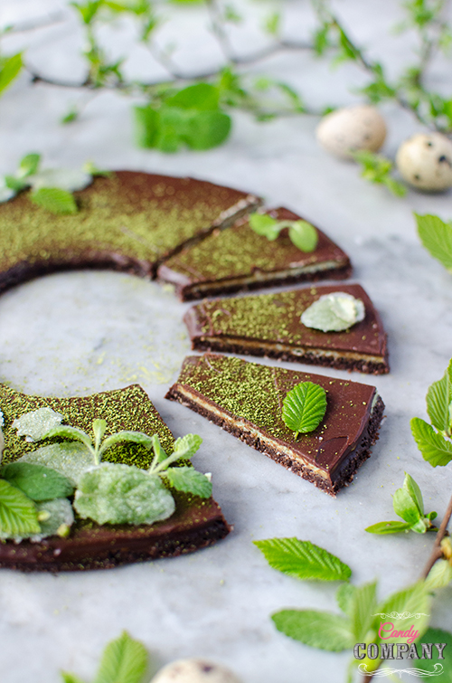 Healthy, no bake mint chocolate cake - perfect for Easter! Food photography by Candy Company