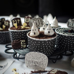 Halloween no bake cheesecake with caramel prune and oreo. Recipe and food photography by Candy Company
