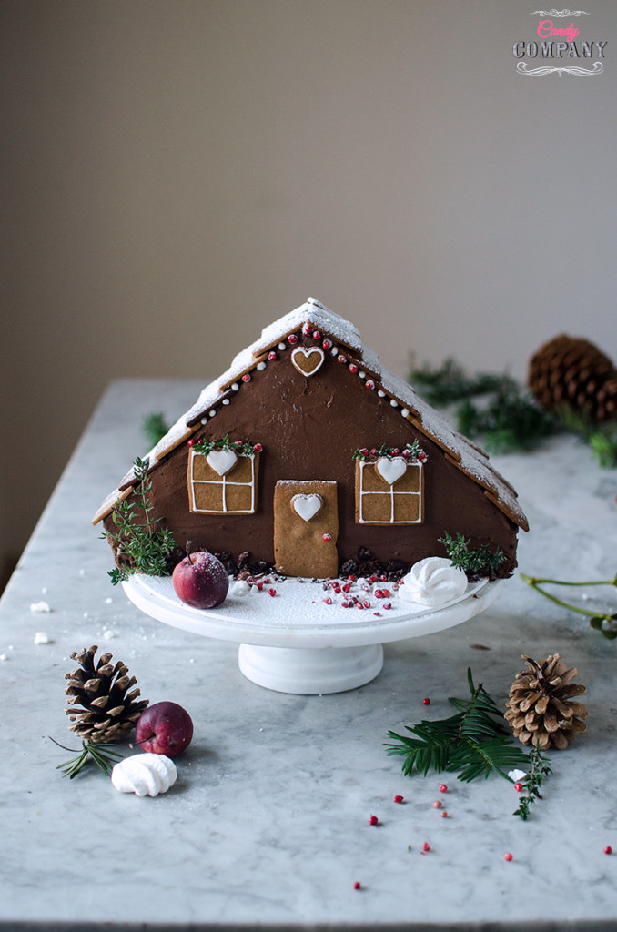 Easy gingerbread house layer cake, with cheesecake layer inside. Food photography by Candy Company