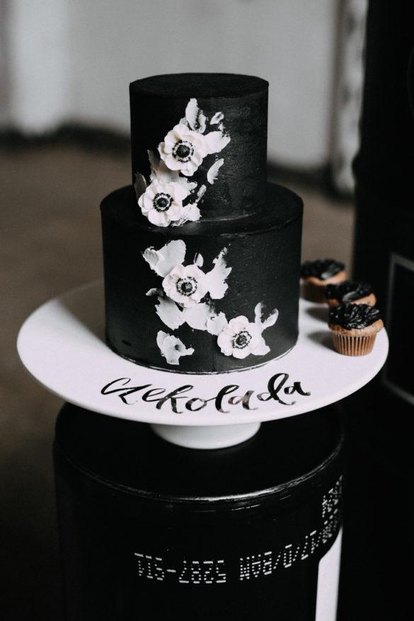 Anemone black white wedding cake by Candy Company