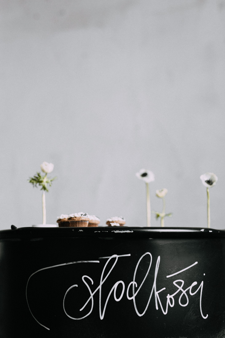 Anemone black white wedding cake by Candy Company