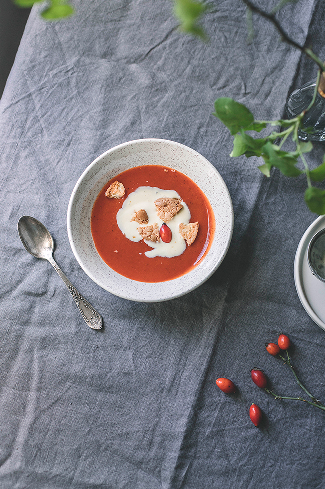 Nyponsoppa - rose hip soup zupa z owoców dzikiej róży